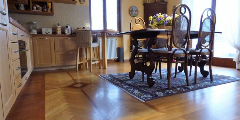 Argegno Apartment with terrace and lake view - Particular kitchen floor