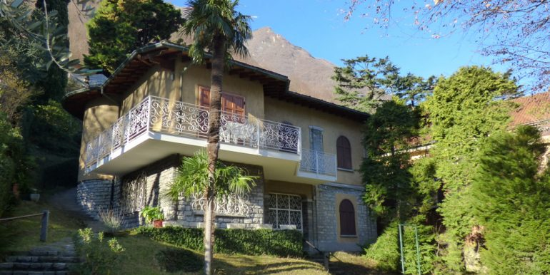 Laglio Villa with Garden Directly on the lake with large parking