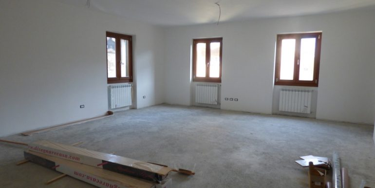 inside Apartment Mezzegra with balcony and garage