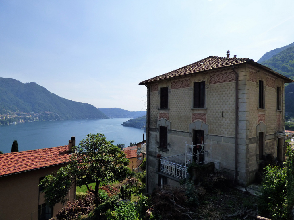 Apartment Moltrasio in period villa with garden