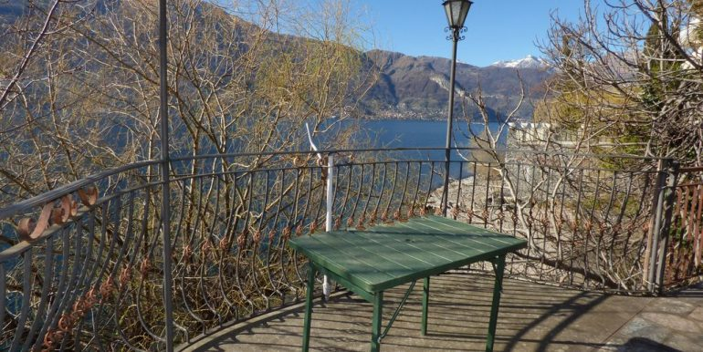 Independent Properties Dervio Lake Como  central position