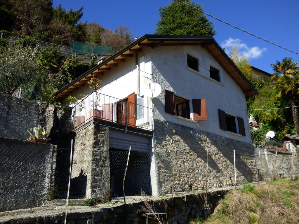 House Laglio with garden and lake view
