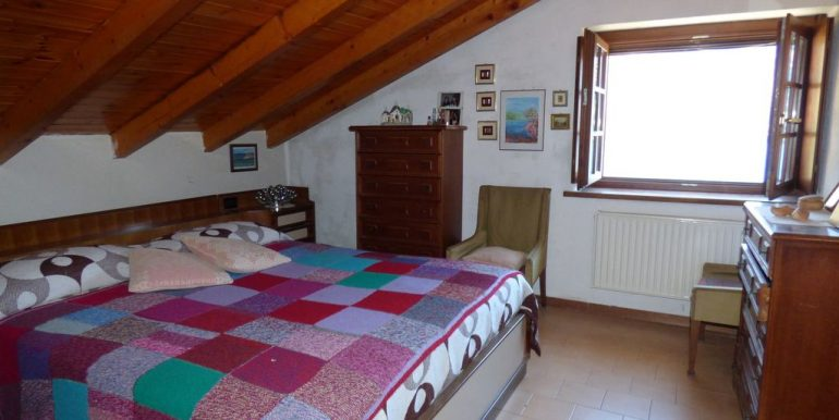 Laglio Detached House - wooden beams at sight