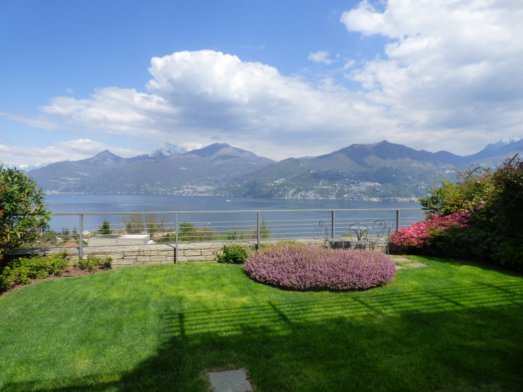 Menaggio Apartment with swimming pool and lake view