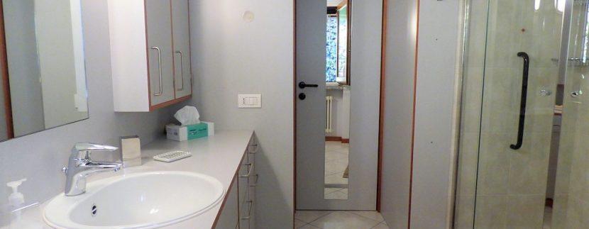 Menaggio Apartment - bathroom
