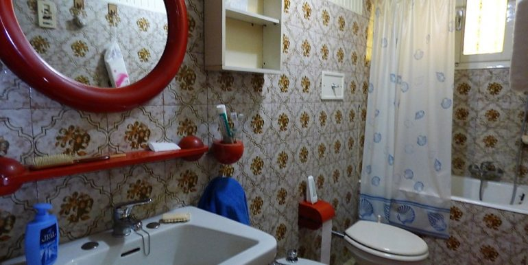 Apartment Colonno Lake Como view -  bathroom with bath