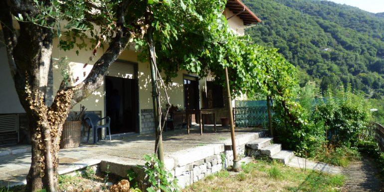 Rid. Lago Como Argegno proprietà vista lago (30)
