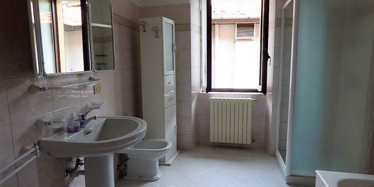Bathroom - Pianello del Lario Apartment near the lake