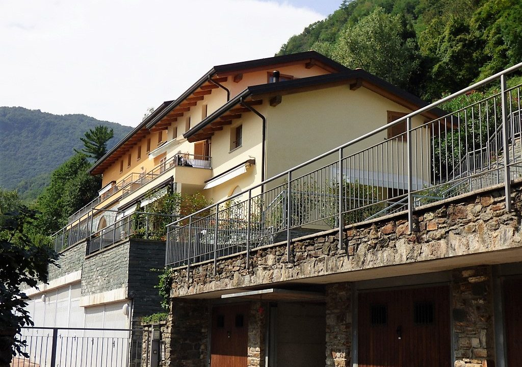San Siro apartments with swimming pool, terrace and lake view