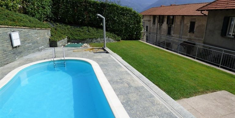 San Siro apartments with swimming pool and lake Como view