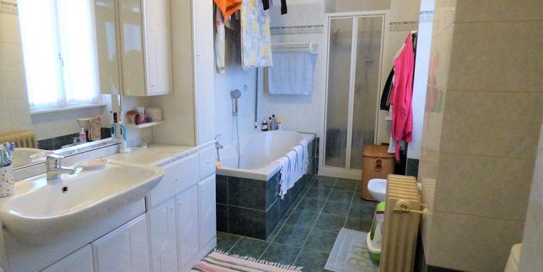 Aparment - bathroom