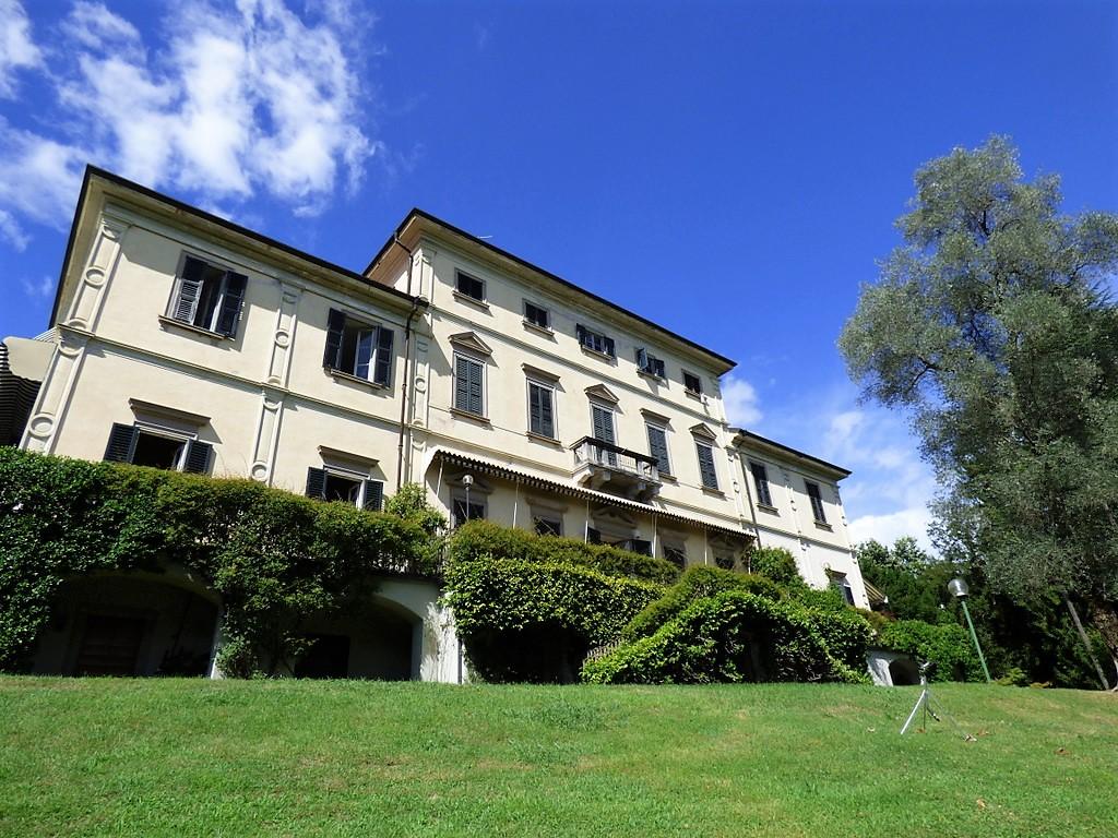 Tremezzo apartment in front lake period villa with park