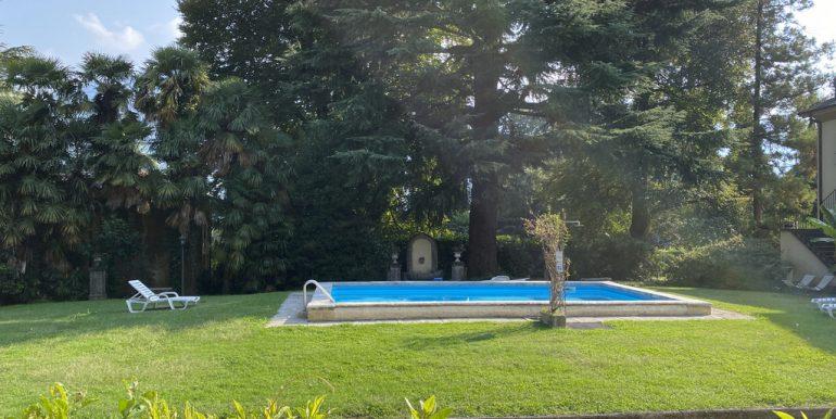 Lake Como - park and pool