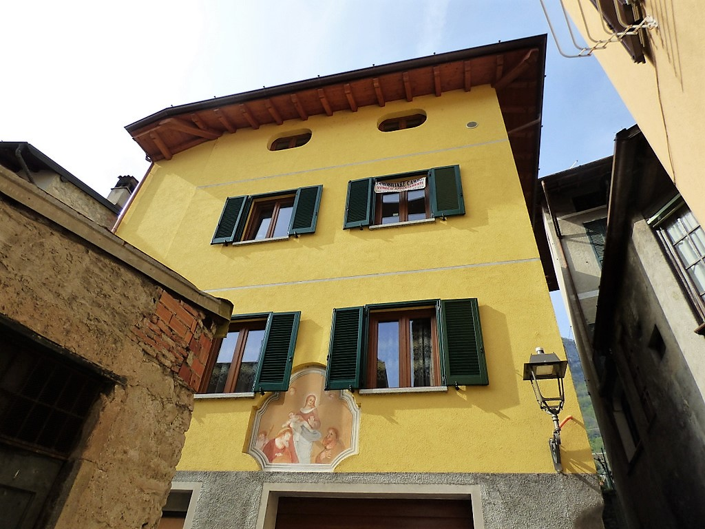 Apartment Mezzegra with balcony and garage