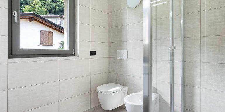 Ossuccio Apartment in Residence - bathroom