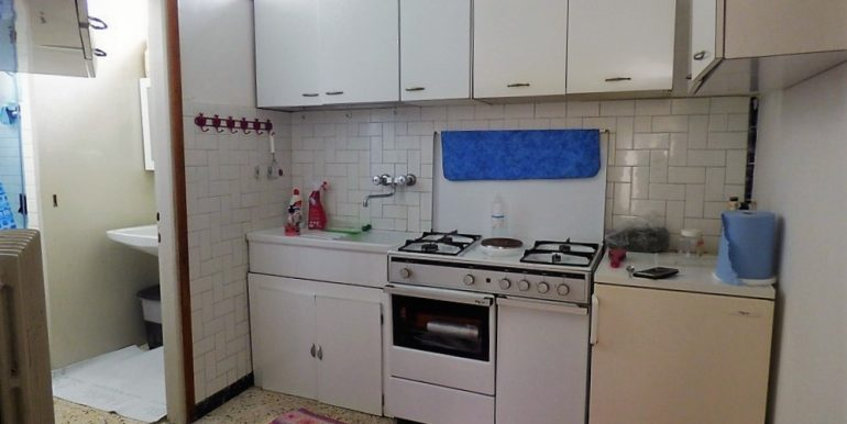 Kitchen - detached house with terrace and lake view