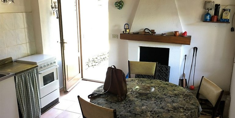 Kitchenette in house Pianello del Lario with terrace and garden