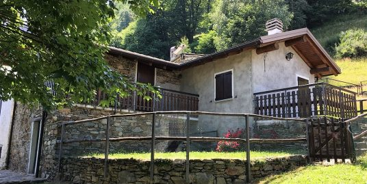 Pianello del Lario Stone house with terrace and garden