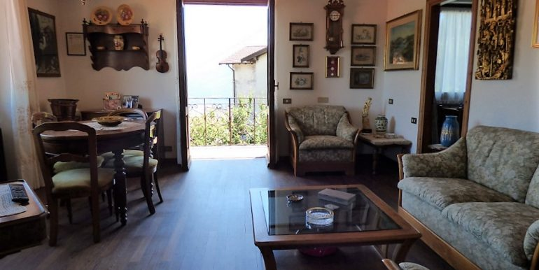 Living room - detached villa with lake view and garden