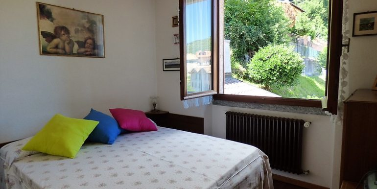 Bedroom -  villa with lake view and garden