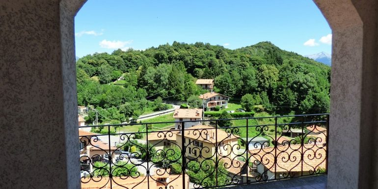 Plesio detached villa with lake view from balcony
