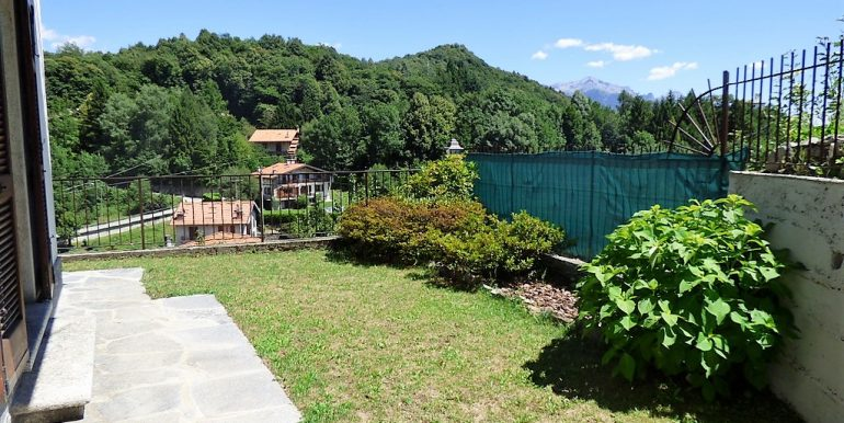 garden in property in Plesio village