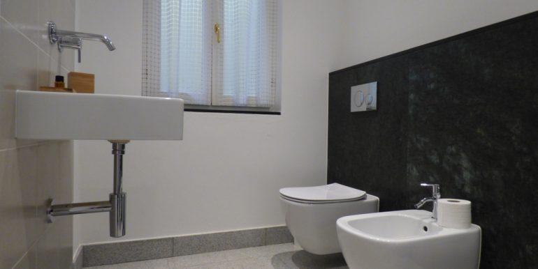 Lake Como modern villa - bathroom