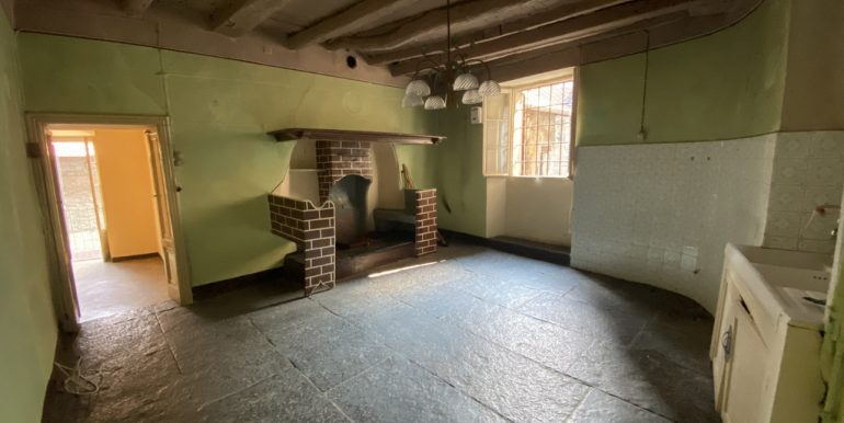 House Carate Urio with terrace - kitchen and fireplace
