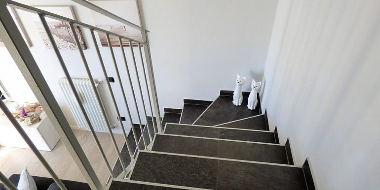 Apartment Pianello del Lario - staircase