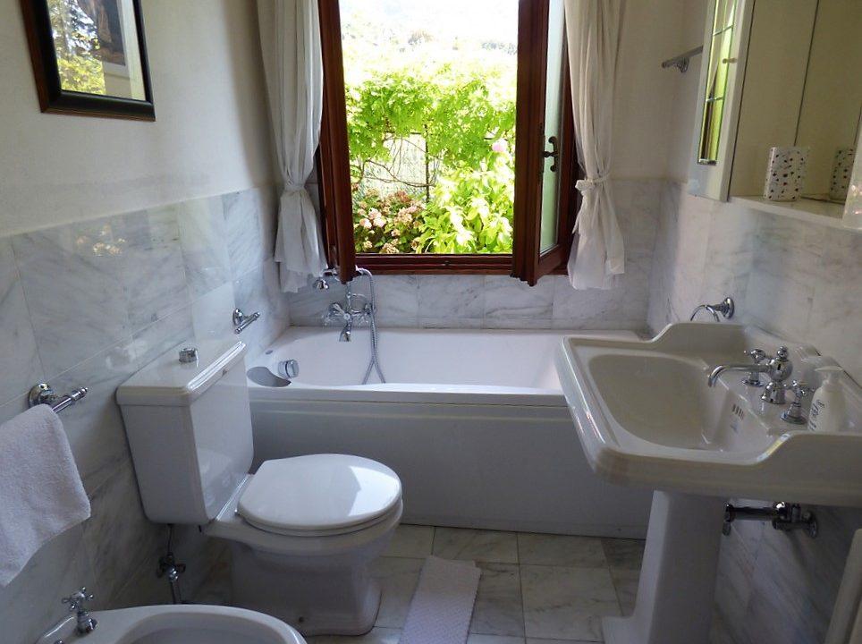 Lake Como Tremezzina - bathroom