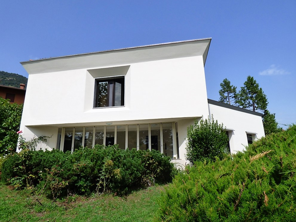 Detached Villa Tremezzo with park, terrace and lake view