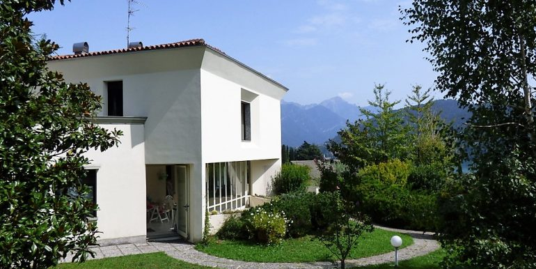 Detached Villa in Tremezzina with park, terrace and lake view