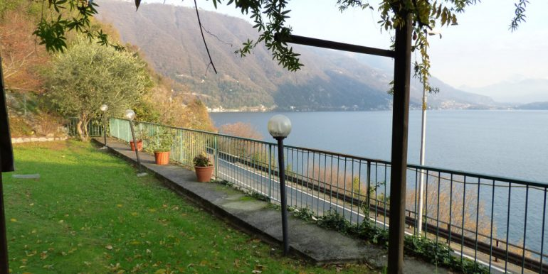 House Lake Como view