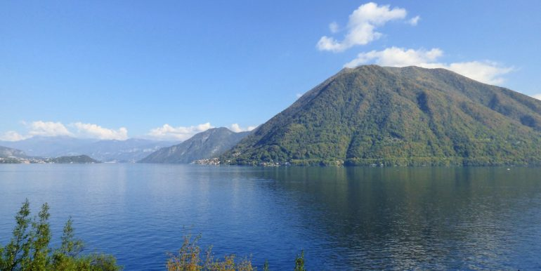 Front Lake House Brienno with garden and Lake Como view