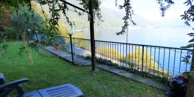 Front Lake House Brienno with garden