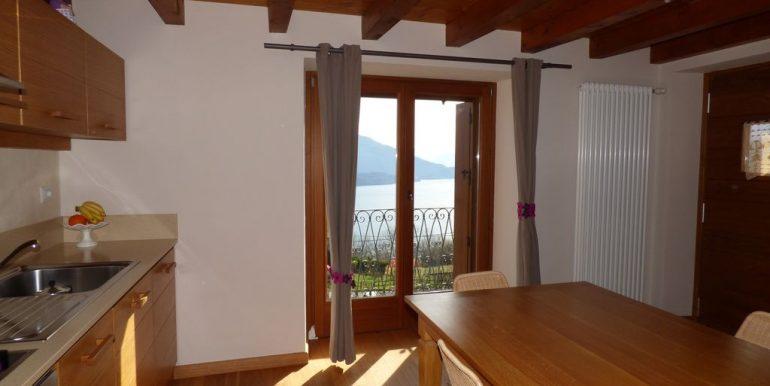Detached House Gera Lario with balcony