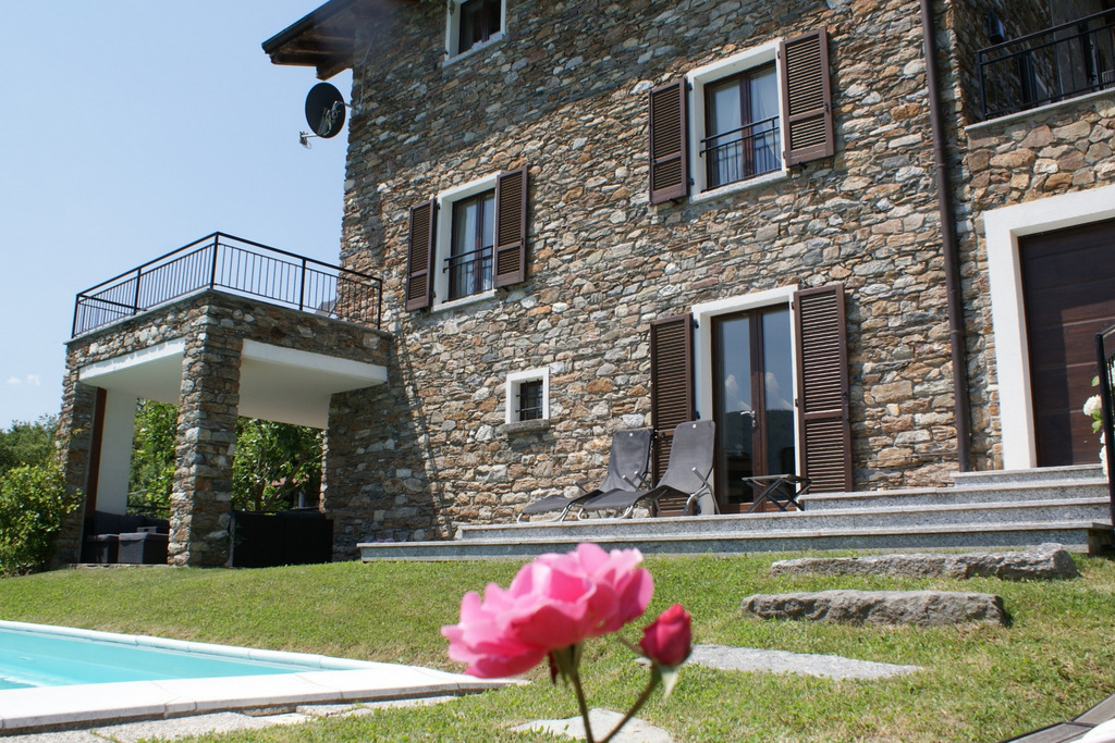 North Lake Como Stone House with Swimming Pool
