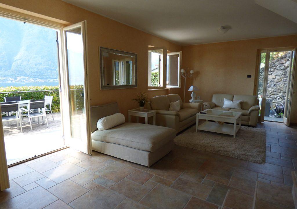 House Tremezzina - Living room with terrace