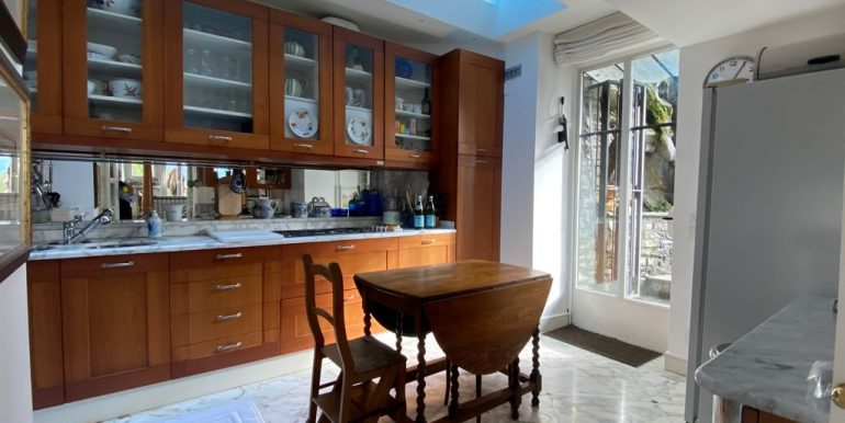 Villa Front Lake Como with Boat Place Torno - kitchen