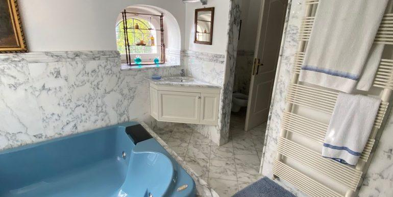 Villa Front Lake Como with Boat Place Torno - bathroom
