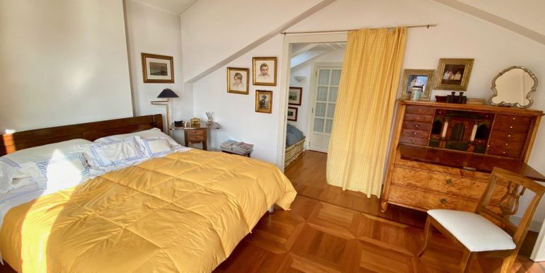 Villa Front Lake Como with Boat Place Torno - bedroom