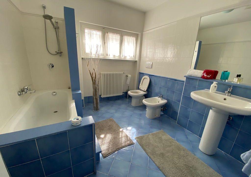 Argegno Villa Lake Como View  - bathroom