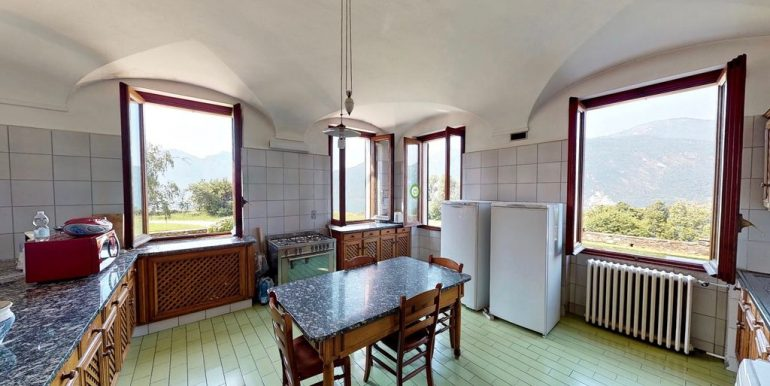 Luxury Villa Lake Como Mandello del Lario - kitchen room
