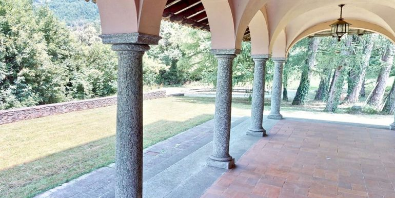 Luxury Villa Lake Como Mandello del Lario - porch