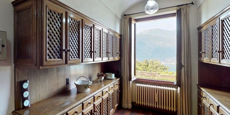 Luxury Villa Lake Como Mandello del Lario - wooden floors