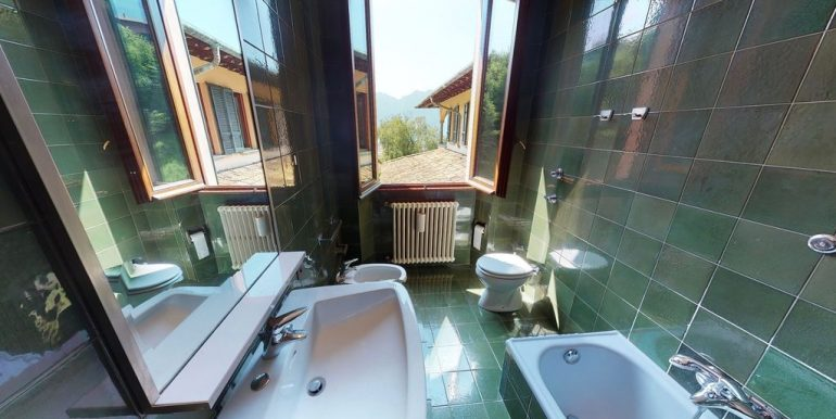 Luxury Villa Lake Como Mandello del Lario - bathroom