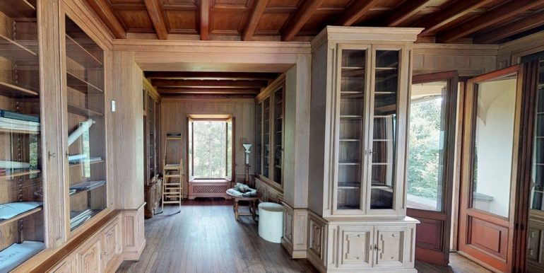 Luxury Villa Lake Como Mandello del Lario - wood floor