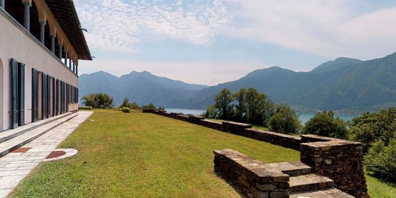 Luxury Villa Lake Como Mandello del Lario- park