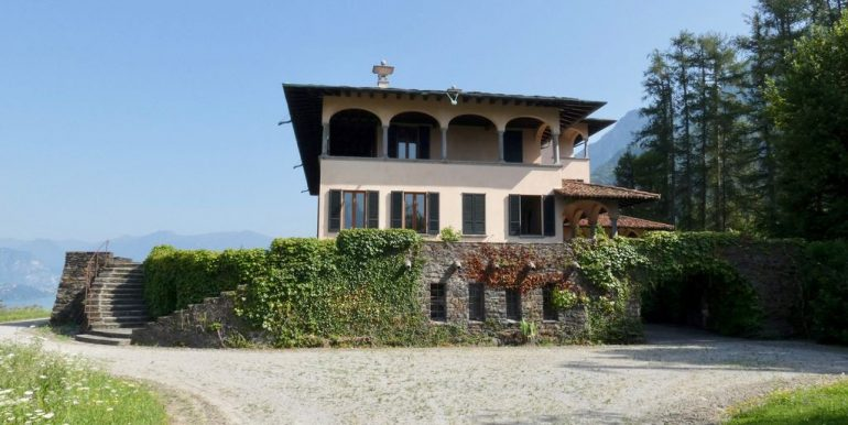 Luxury Villa Lake Como Mandello del Lario with Park and lake view