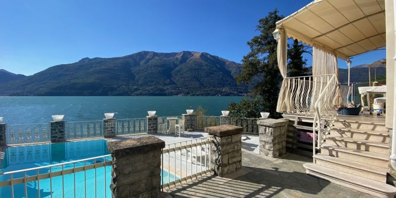 Villa Front Lake Como Dervio  - parking